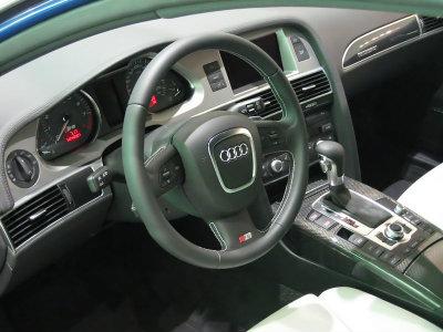 800px-2007 Audi S6 Avant Interior(copy)